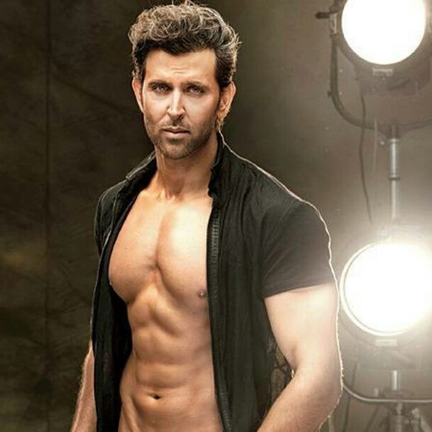 Hrithik Roshan Wiki, Family photos and More